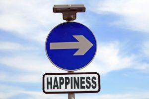 Placa de sinal de obrigação em sentido à felicidade.
