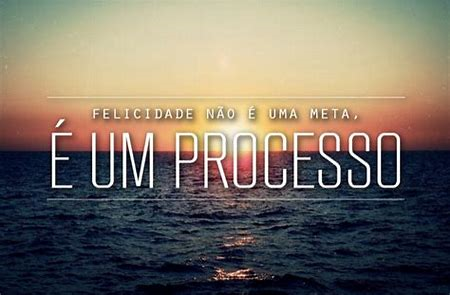 """Coaching Pessoal - Imagem de pôr do sol sobre o mar com a frase em destaque """"Felicidade não é uma meta. É uma processo."""""""