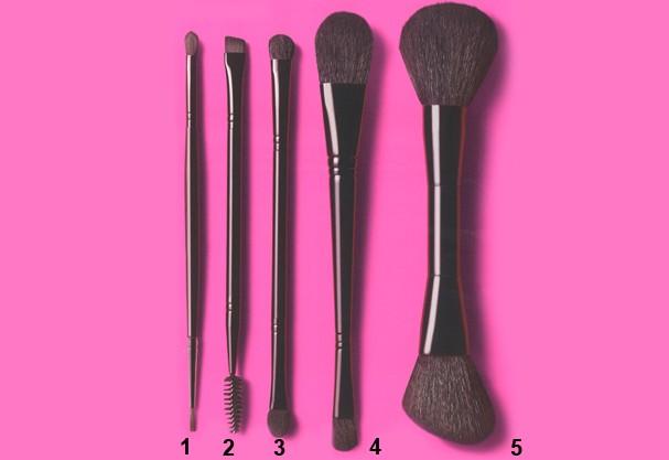 Imagem de cinco pincéis de maquilhagem duplos